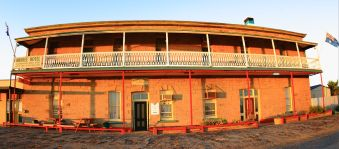 Marree Hotel sunrise