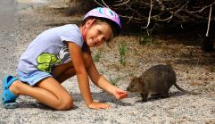 Hannah and quokka